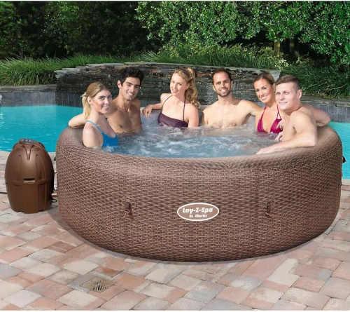 moderní kruhový vířivý bazén